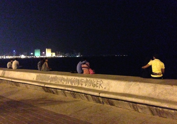 Casais jovenzinhos no maior <3 (Marine Lines, Mumbai)